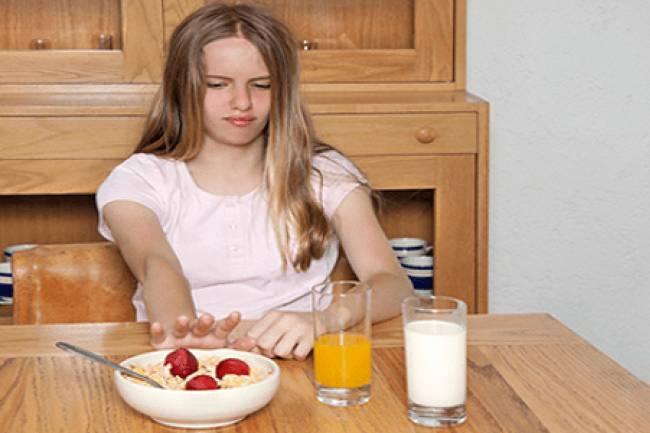 किशोरो में भूख की कमी होना : ६ कारण और उनके उपचार