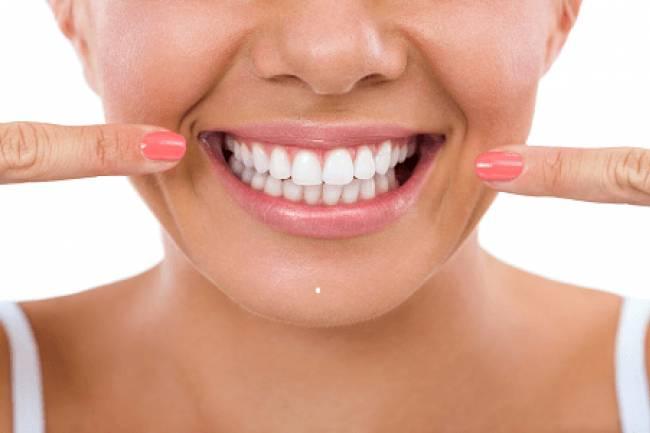 रोजाना ऑइल पुलिंग से दांतों की लाइफ बढ़ाएं